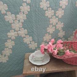Seaglass Green! Beautiful Vintage 30s Dogwood Applique QUILT 87x74