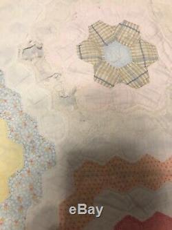 VINTAGE Granny FLOWER GARDEN Patchwork Handmade American Quilt 78x69 Blanket