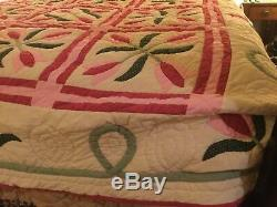 VINTAGE HANDMADE QUILT with tulips Appliqué on it very well done