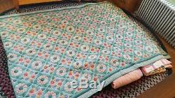 VINTAGE Handmade Quilt, green w multi-coloered center squares, heavy