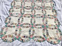Vintage 30s Hand Made Patchwork Double Wedding Ring Quilt 75 x 61