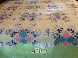 Vintage Antique Hand Made Quilt 77 x 88 Wedding ring Scallopped Edge