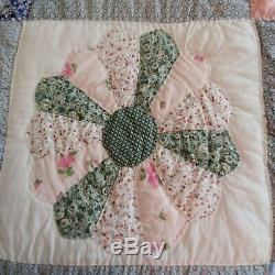 Vintage Hand Made Hand Sewn Dresden Plate Quilt 82 x 96