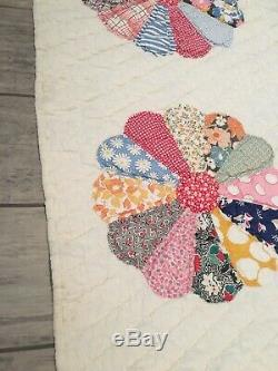 Vintage Hand Stitched Hand Made Dresden Plate Quilt Wow