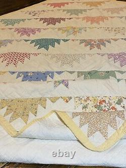 Vintage Handmade Delectable Mountains Quilt