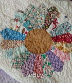 Vintage Handmade Dresden Plate Patchwork Quilt c. 1940s 1950s Hand Sewn 67x82
