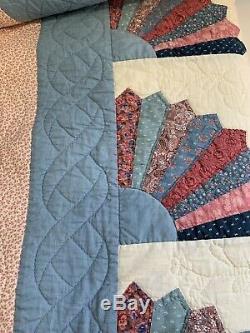 Vintage Handmade Fan Pattern Queen Size Quilt