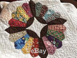 Vintage Handmade Hand Stitched Dresden Plate Quilt 93 x 76