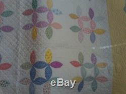 Vintage Handmade Pastel Petal Flower Patchwork Quilt Scalloped Border 76 x 76