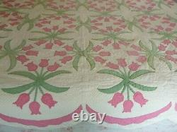 Vintage Handmade Pink Tulip Quilt Scalloped Border 87 x 70
