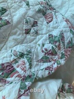 Vintage Handmade Quilt Flowers Scallop Edges 74 by 80