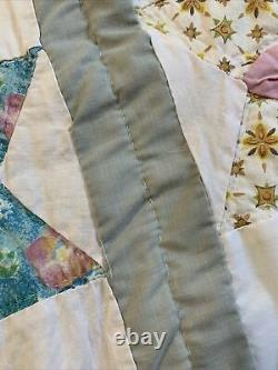 Vintage Quilt Missouri Daisy or Dahlia Pattern 70x82 Hand Quilted