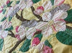 Vtg Quilt Hand Made Full Sz. Floral Appliqué Design On Yellow Backgrd 89x73vgc